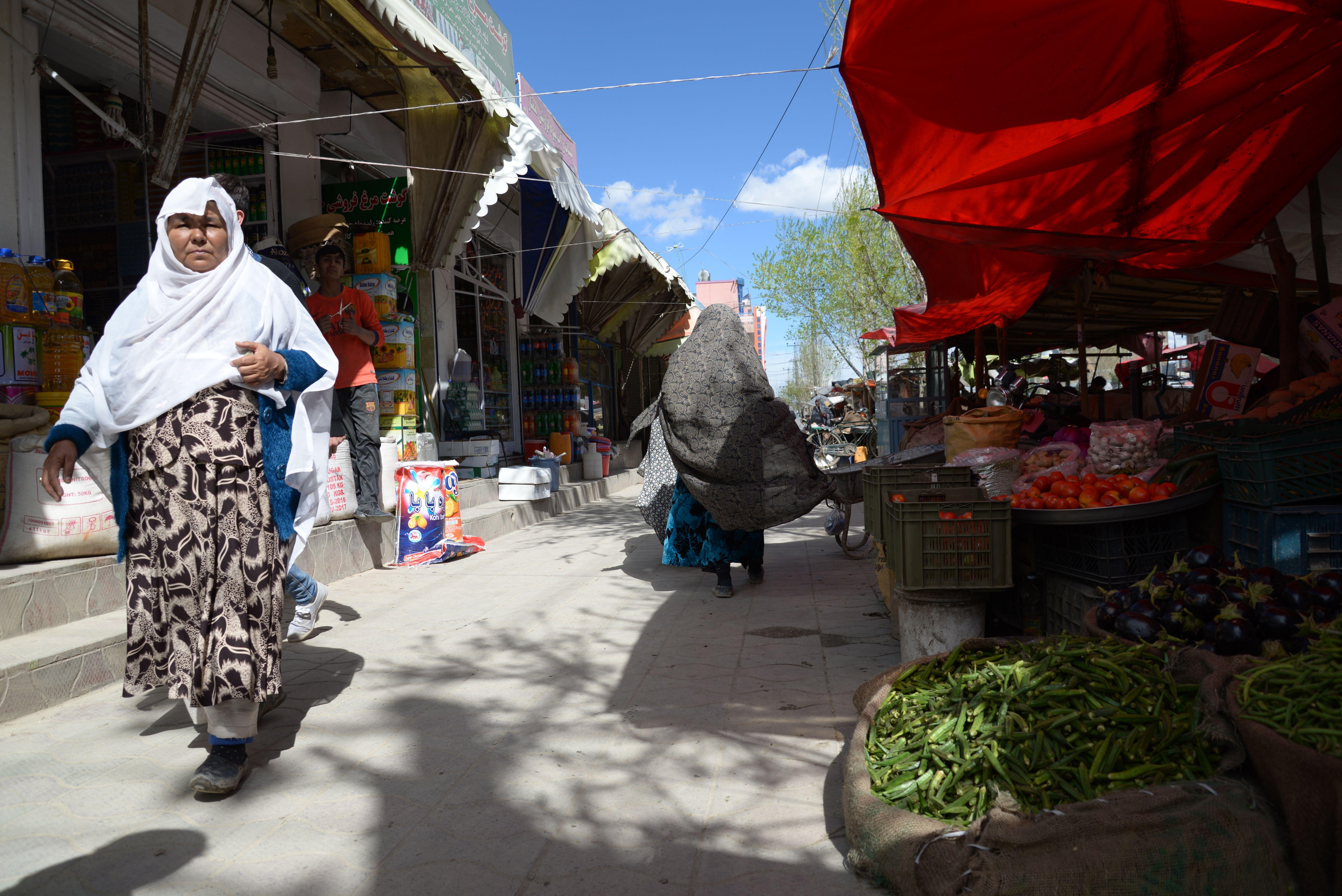 Před nemocnicí v Kábulu. Foto Aurelie Baumel.
