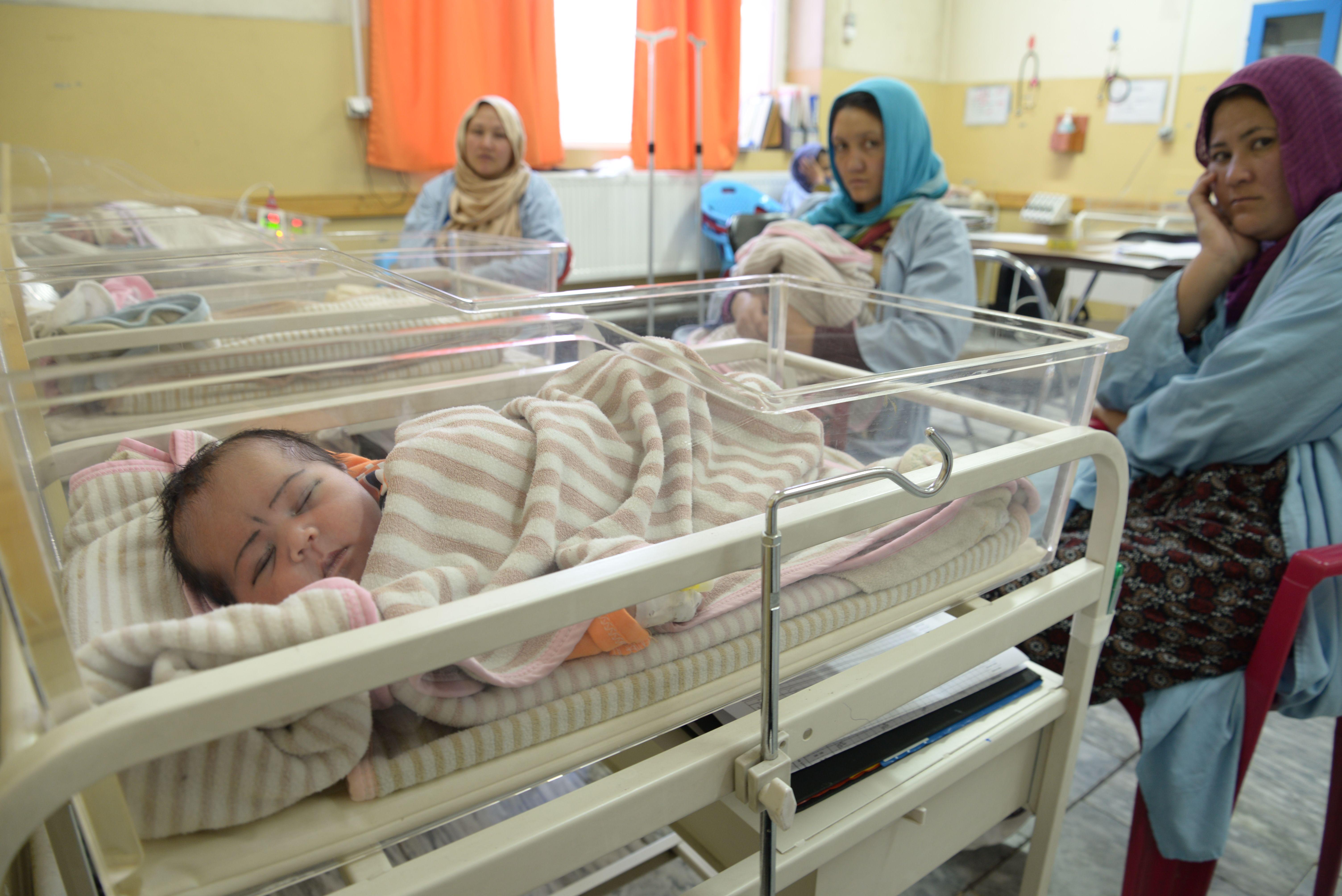 Neonatologie v Dasht-e-Barchi, Kábul. Foto Aurelie Baumel.